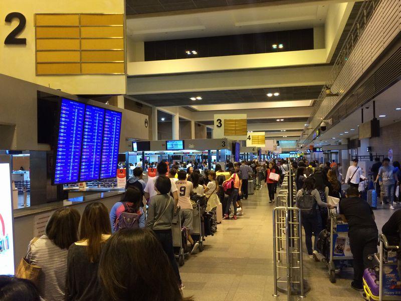 ドンムアン空港チェックインカウンターの行列