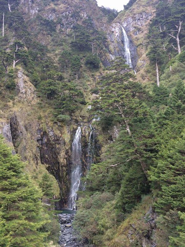かなりの落差がある素晴らしい滝