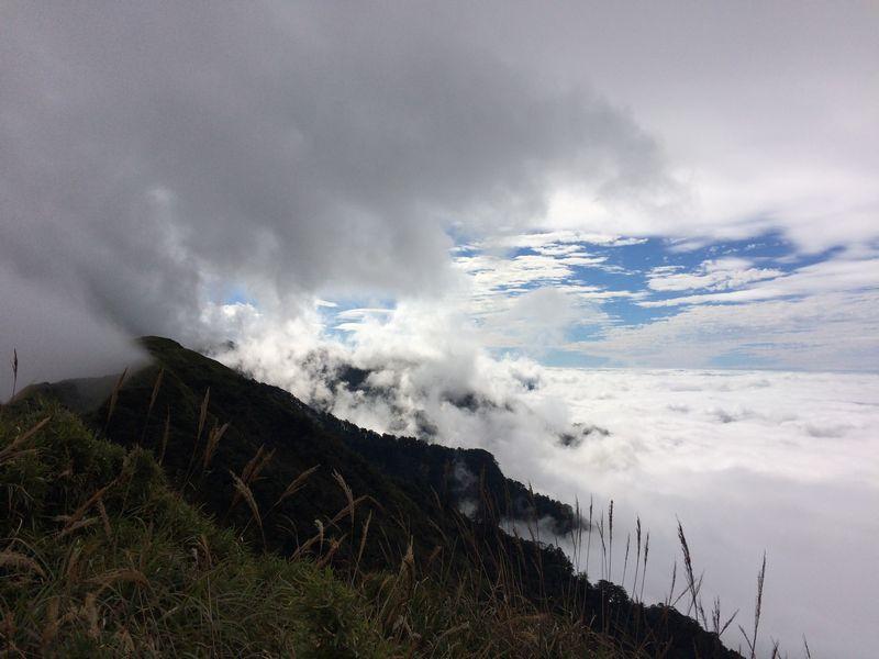 太平洋側から雲が流れ込んでくる