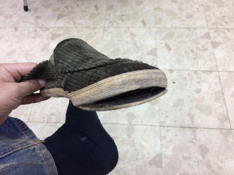 パンクした靴