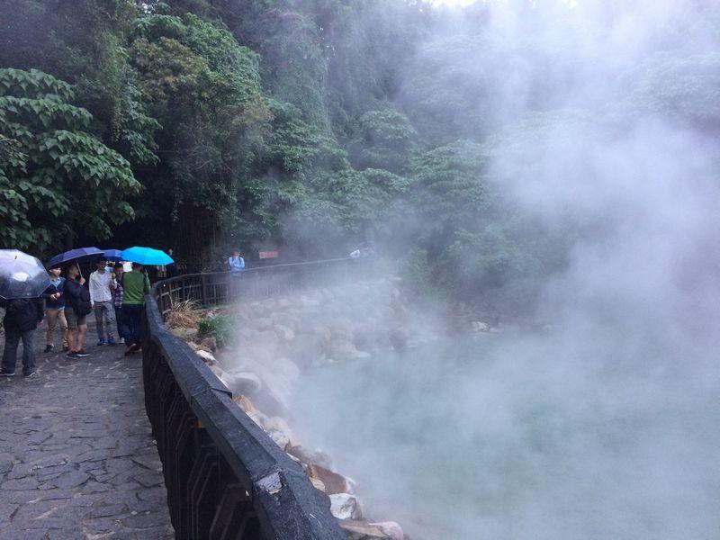 雨の地獄谷