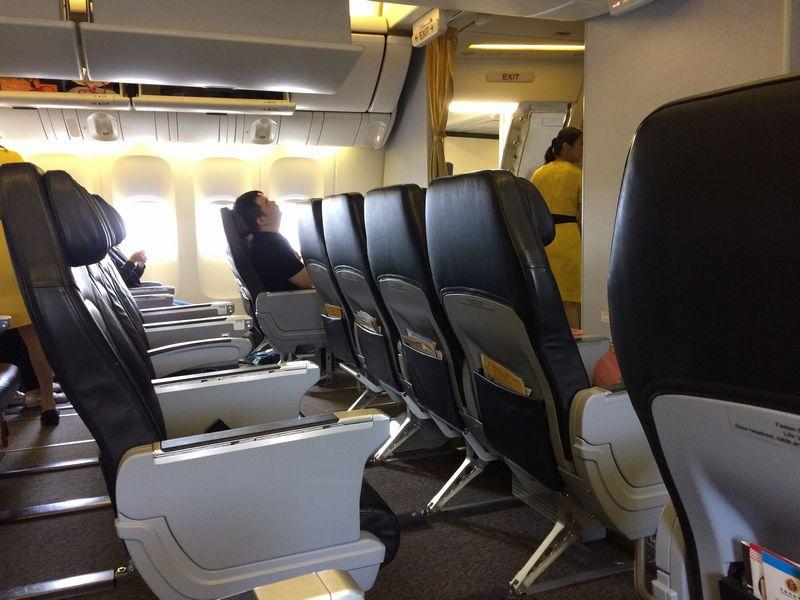 777型機で2-4-2配列 エコノミーと大差なし