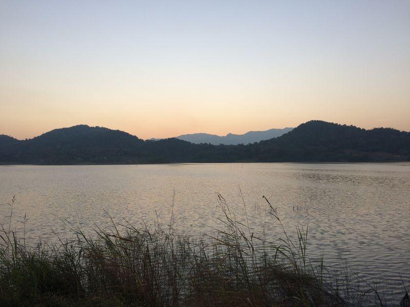 湖畔からの夕景