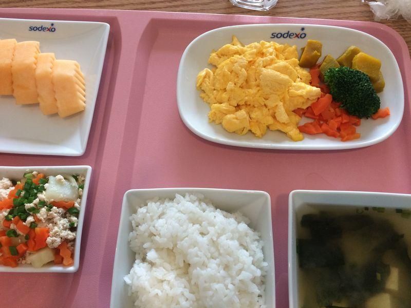 スクランブルエッグの朝定食