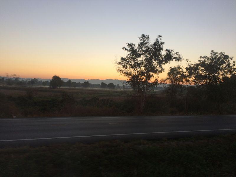 チェンマイ盆地の夜明け