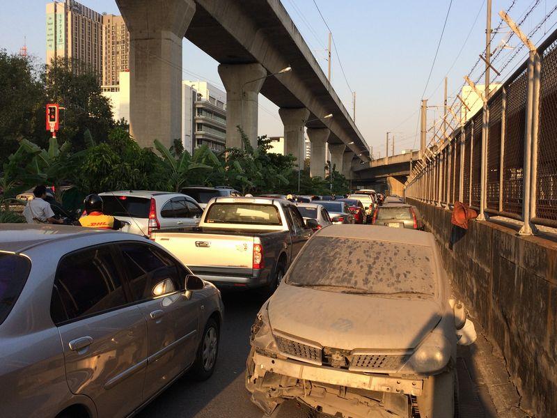 事故車と渋滞