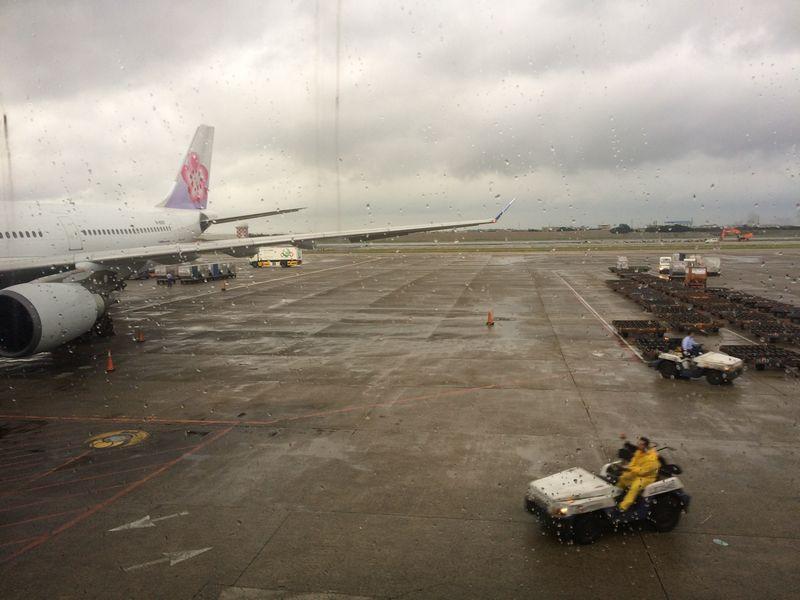 雨の台北空港