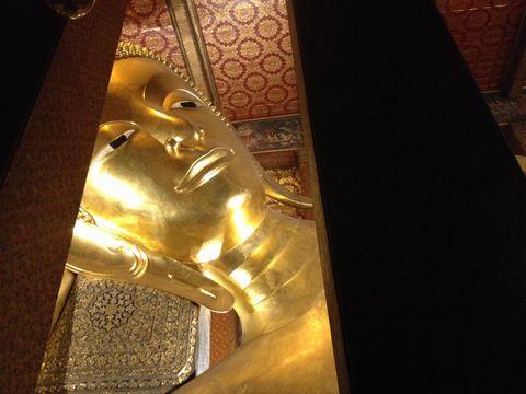 夜の涅槃仏
