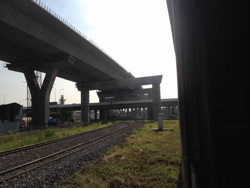 高架線工事進行中