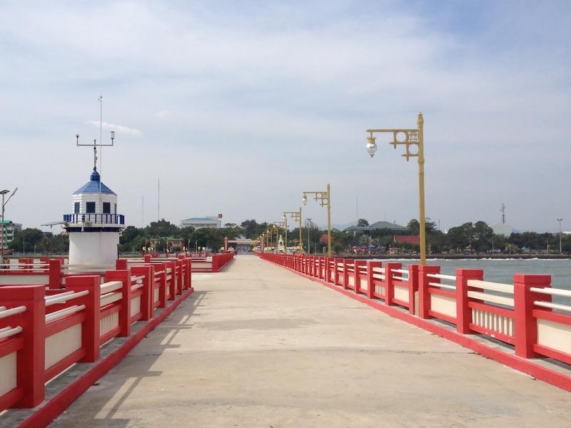 プラチュアップキリカンの桟橋