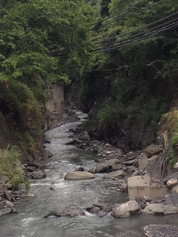 碧華荘横のマヘボ渓