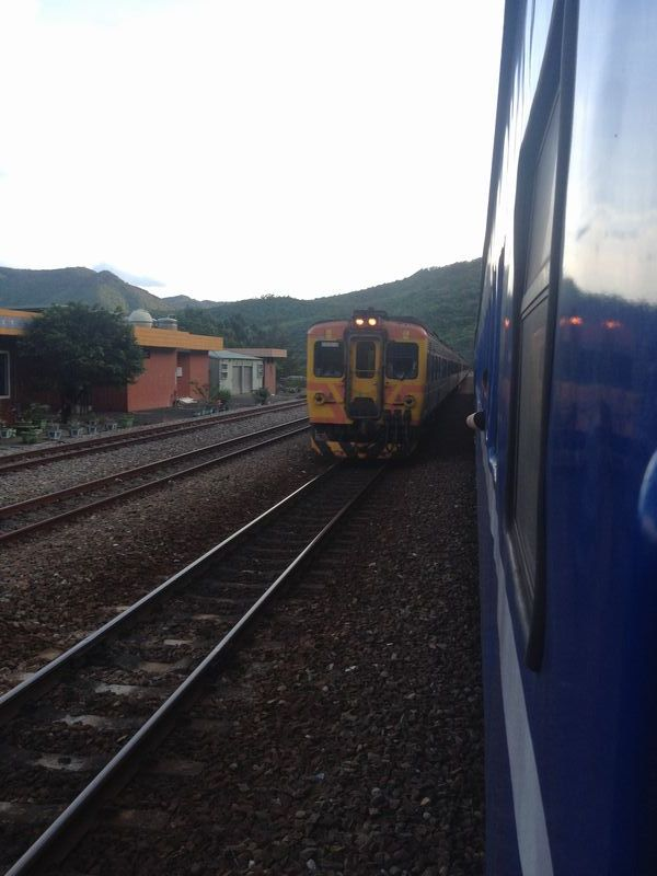 信号所にて列車交換