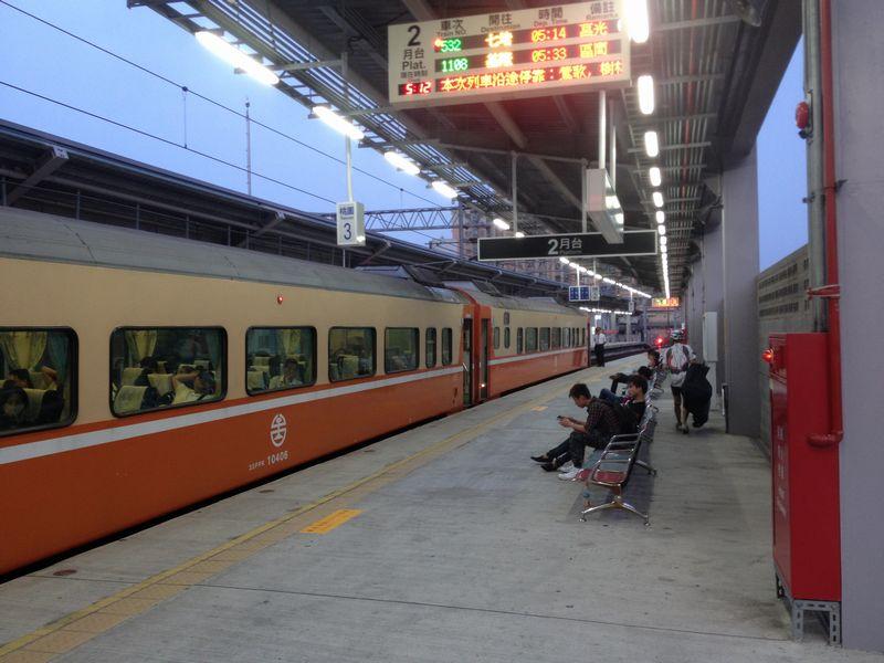 早朝の桃園駅到着