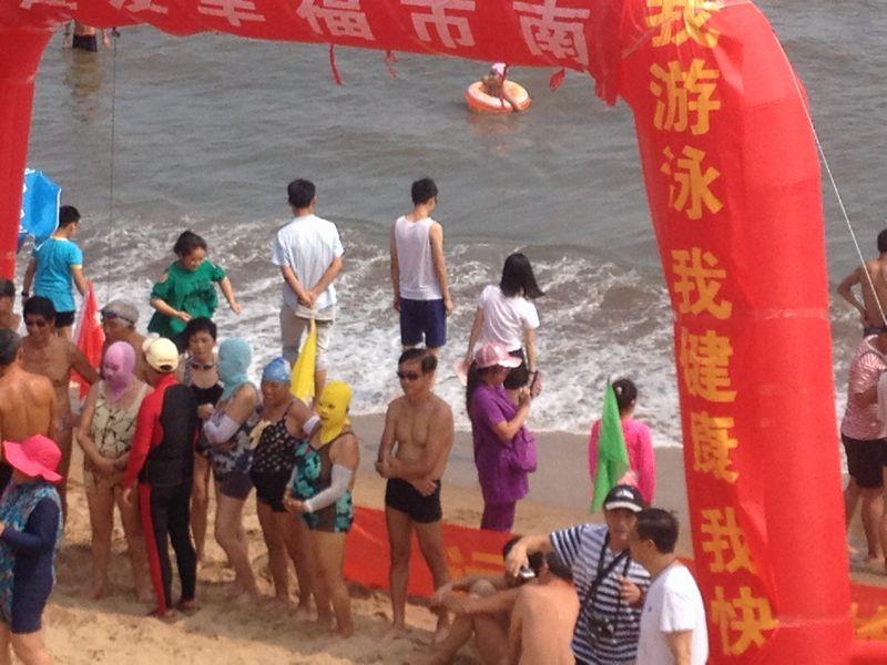 覆面海水浴客