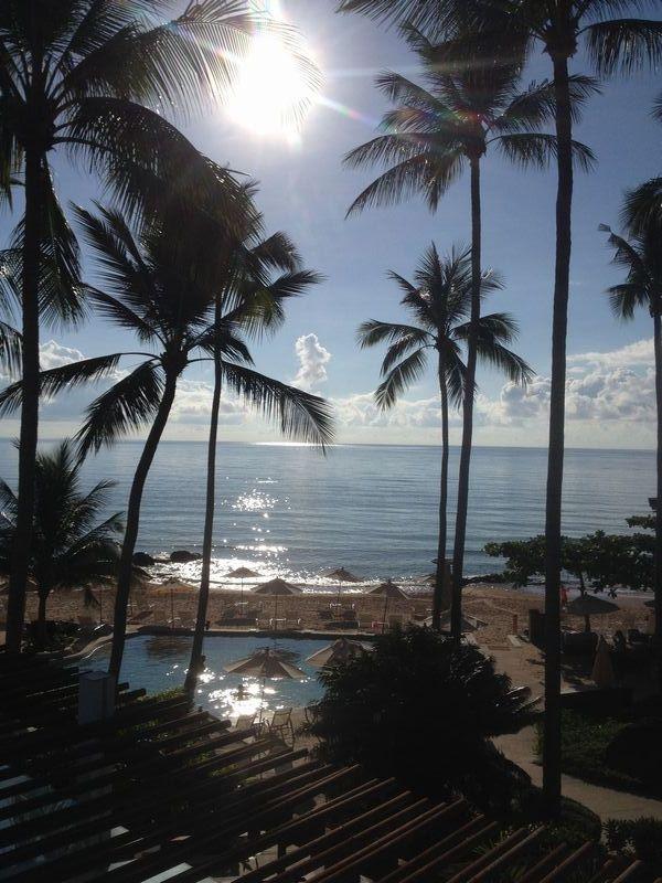静かな朝のビーチ