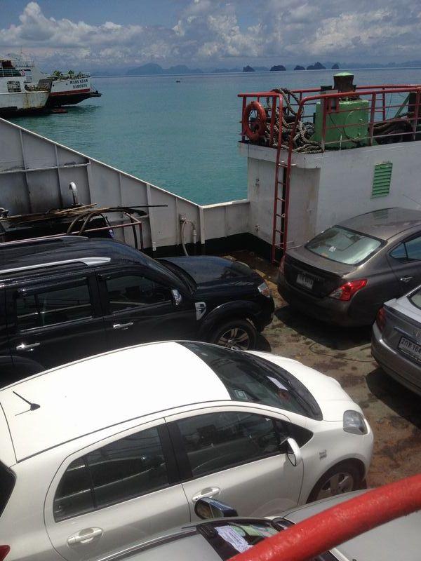 車も一緒に海を渡る