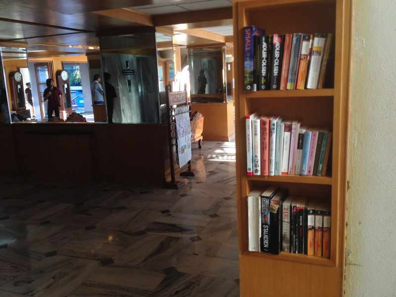 本棚には日本語の書籍