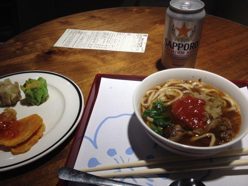 台北空港で牛肉麺