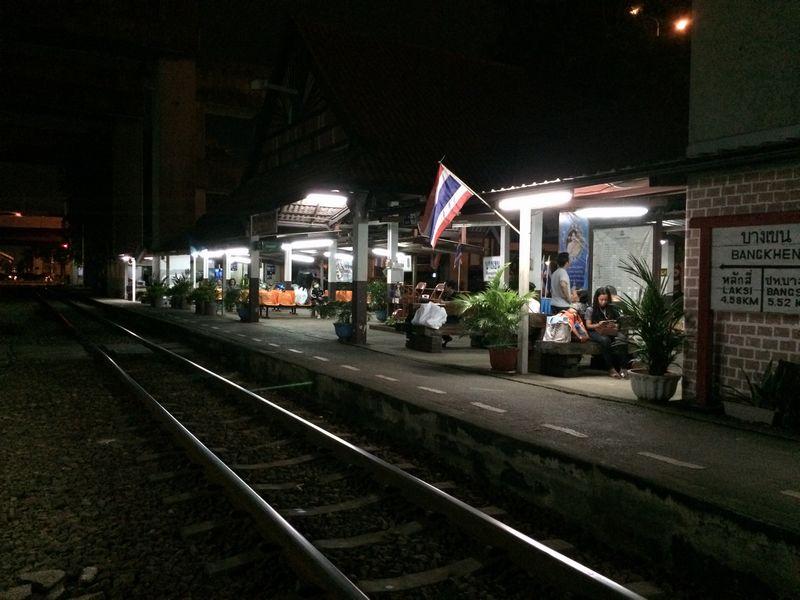 夜のバンケン駅