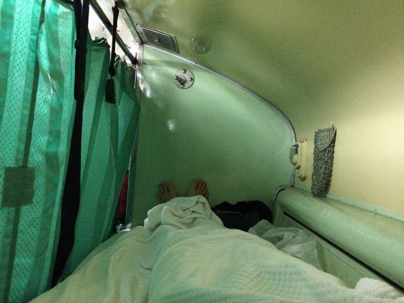 寝台車の上段ベッド