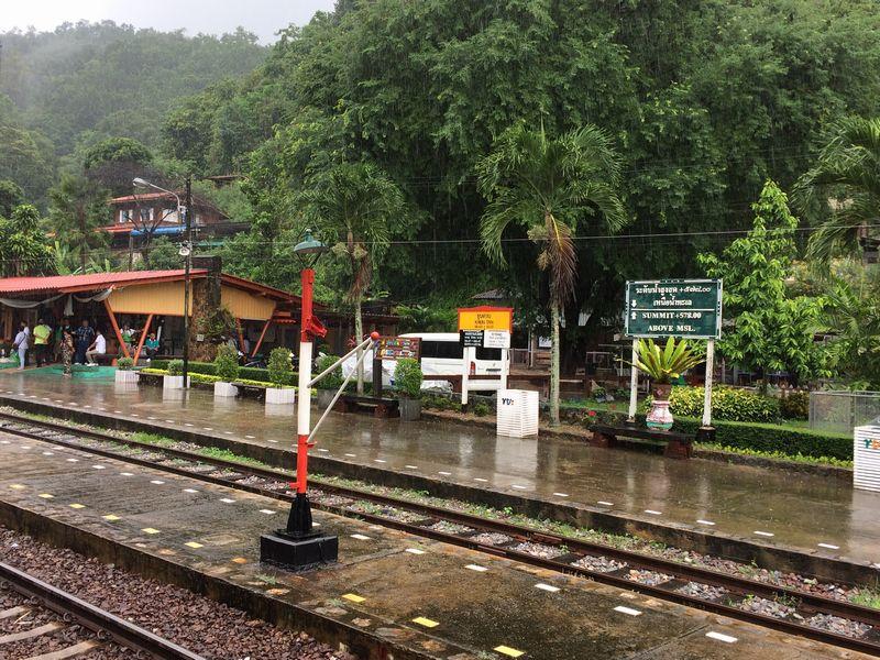雨のクンタン駅
