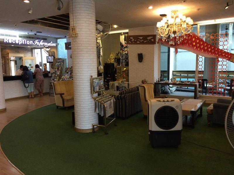 東京ホテルのロビー