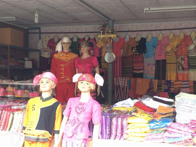 ビルマ(ミャンマー)の衣装店