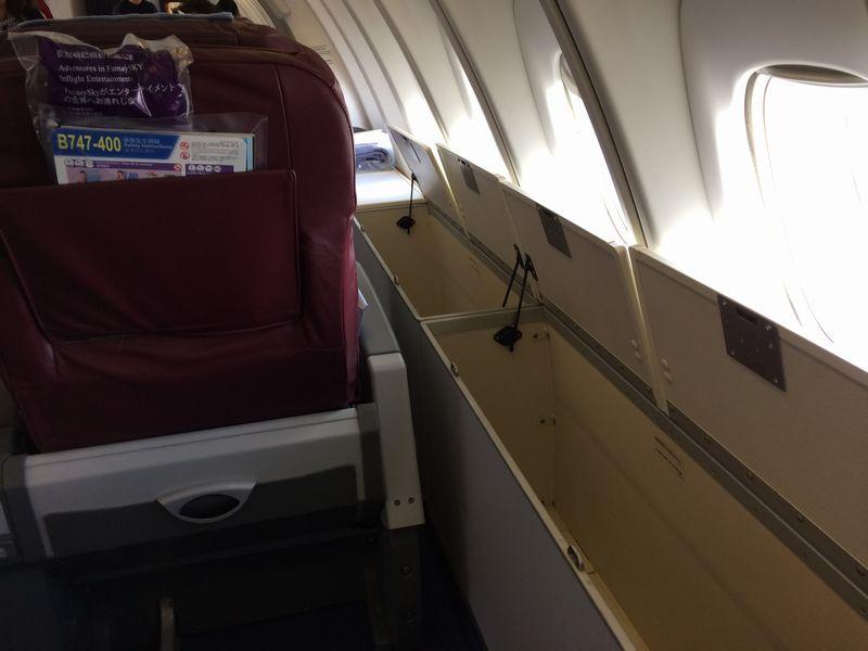 座席横の収納スペース