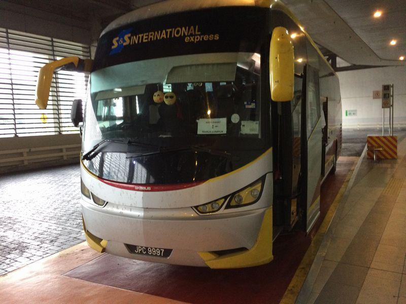 バトゥパハ行きのバス