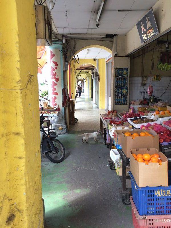 果物屋の軒廊