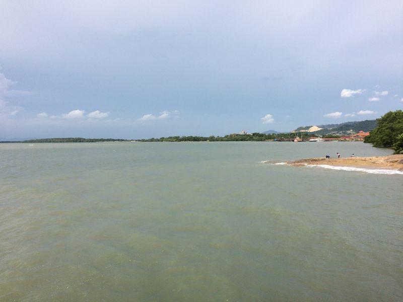 バトゥパハ河の河口