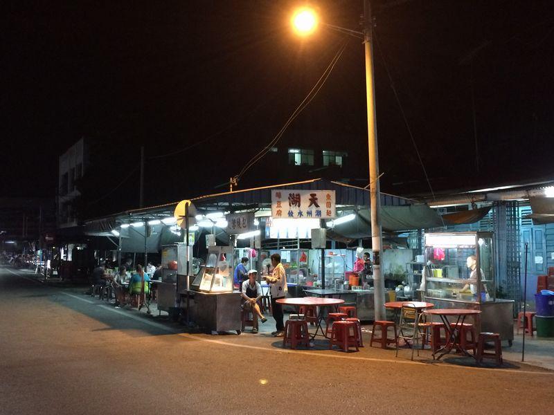 道端の屋台風大衆食堂