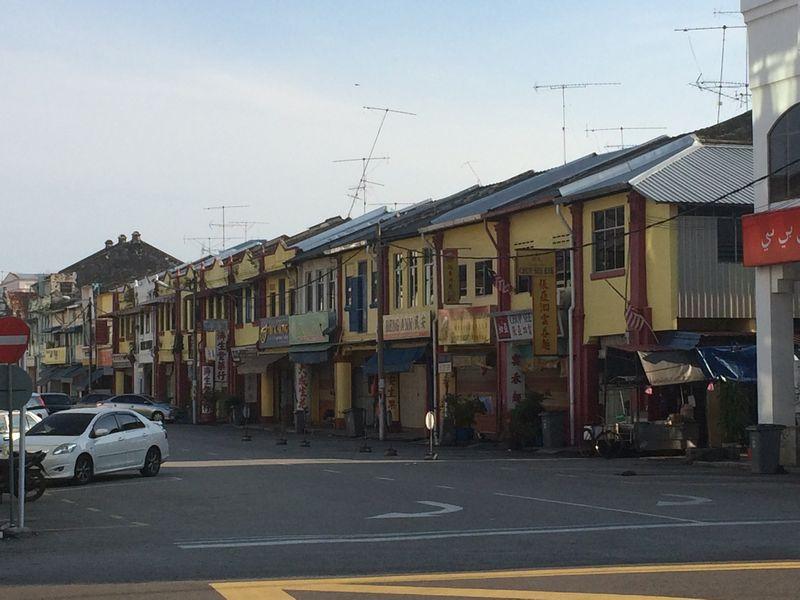 朝のバトゥパハ旧市街