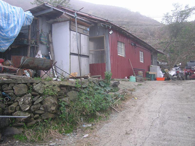 斜面に建つ小屋